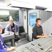 ARD-ZDF-Standart-Ü-Wagen, FÜ, Regisseur Sylvain Welz am Mischer
